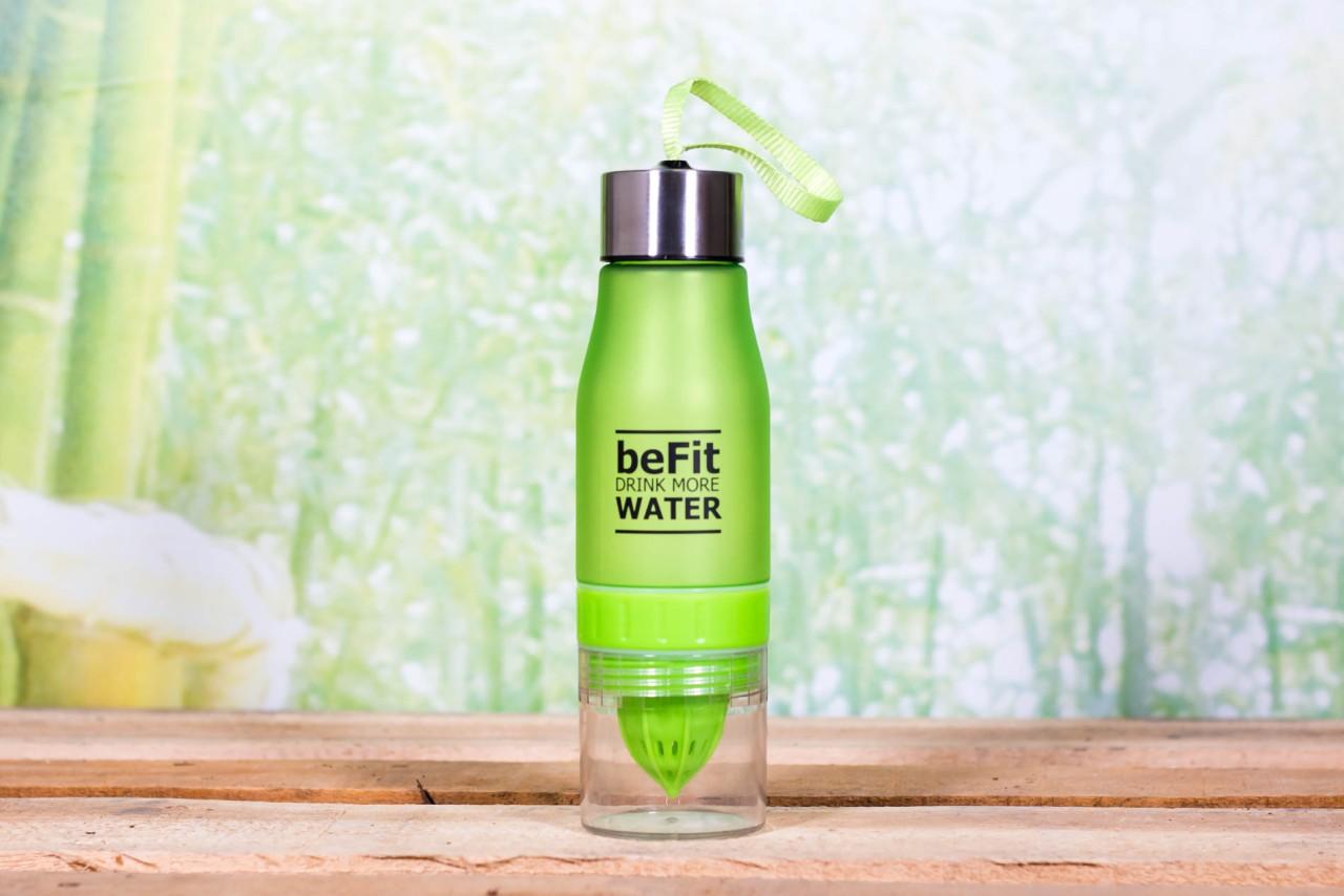 Trinkflasche mit Zitronenpresse & Fruchtbehälter 650ml Grün